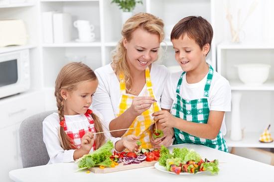 preparing-meals-with-kids